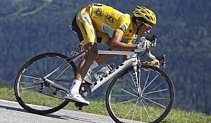 Alberto-Contador_Photo_by-Flickr-user-GiroSportDesign